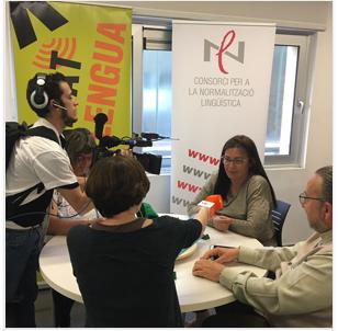 Amb el Voluntariat per la llengua també es practica el català jugant a l'Scrabble