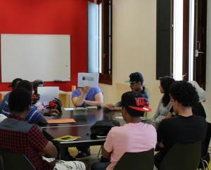 Joves gironins participen al Voluntariat per la llengua